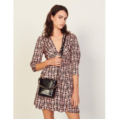 산드로 원피스 Sandro Kurzes Kleid aus Seide mit Print SFPRO01998 Noir / Rose