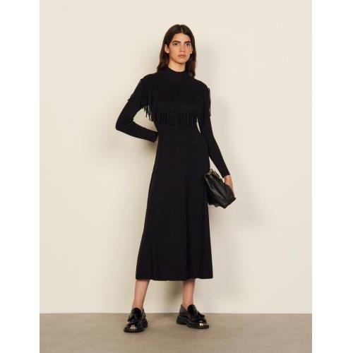 산드로 원피스 Sandro Langes Kleid aus Wolle mit Fransen SFPRO01932 Schwarz